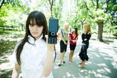 显示电话的电池青少年 库存照片