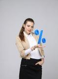显示百分之的标志妇女 银行存款或销售概念 免版税库存照片
