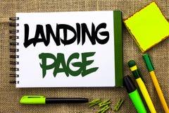 显示着陆页的文本标志 概念性照片网站通过点击链接访问了在笔记本书写的另一个网页 库存图片