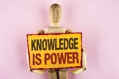 显示知识的概念性手文字是力量 企业照片文本学会将给您好处超过在St写的其他 免版税库存照片