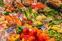 显示种类蔬菜在市场上 免版税库存图片