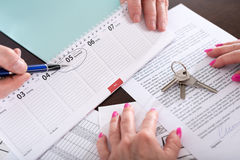 显示租约的有效日期房地产开发商 免版税库存照片