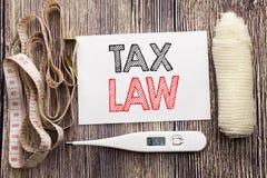 显示税法的手写的文本 企业健身健康征税税收规则书面稠粘的笔记空的纸的概念文字 库存图片