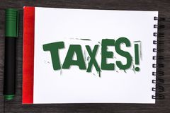 显示税诱导电话的文字笔记 企业照片陈列的金钱由它的书面的支持的一个政府要求了  库存照片