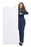 显示空白的广告牌的女商人 图库摄影