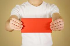 显示空白的红色飞行物小册子小册子的人 传单presentati 库存照片