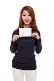 显示空的看板卡的亚裔妇女 免版税库存图片