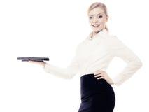 显示空间的女实业家复制 登广告者做广告 免版税图库摄影