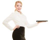 显示空间的女实业家复制 登广告者做广告 免版税库存照片