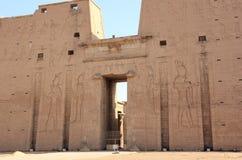 显示第一座定向塔的埃德富寺庙大门 埃及 免版税图库摄影