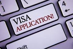 显示签证申请诱导电话的文字笔记 提供您的基本信息writte的企业照片陈列的板料 库存照片