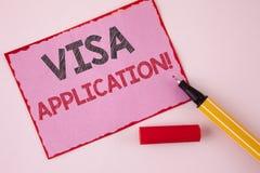 显示签证申请诱导电话的文本标志 提供您的基本信息的概念性照片板料写在桃红色Sti 免版税库存照片