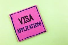 显示签证申请诱导电话的文本标志 提供您的基本信息的概念性照片板料写在桃红色Sti 库存图片