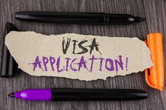 显示签证申请诱导电话的文本标志 提供您的基本信息的概念性照片板料写在泪花汽车 免版税库存照片