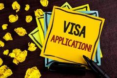 显示签证申请诱导电话的概念性手文字 提供您基本的informat的企业照片陈列的板料 免版税库存照片
