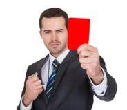 显示红牌的生意人 免版税图库摄影