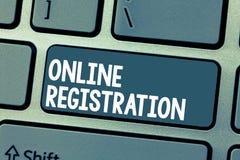 显示线上注册的文本标志 订阅的概念性照片过程通过互联网参加事件俱乐部 免版税库存照片