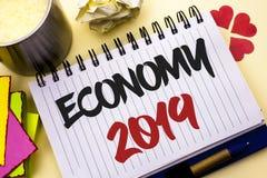 显示经济的文字笔记2019年 陈列财政货币成长市场收入的企业照片换书面的金钱没有 库存图片