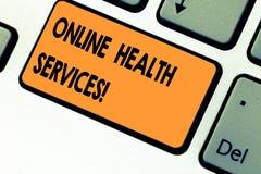 显示网上卫生业务的文本标志 电子过程支持的概念性照片医疗保健实践 免版税库存照片