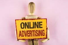 显示网上广告的概念性手文字 到达wr的企业照片文本网站竞选广告电子销售SEO 库存图片