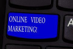 显示网上录影行销的概念性手文字 企业照片文本允诺的录影到市场活动里 库存照片