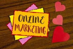 显示网上行销的文本标志 销售数字式广告社会媒介电子商务的概念性照片写在稠粘的笔记 库存图片