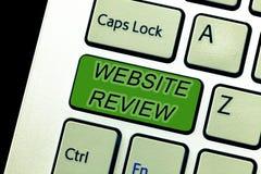 显示网站回顾的文本标志 可以被张贴关于企业和服务的概念性照片回顾 免版税图库摄影