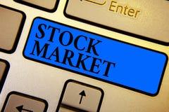 显示股市的概念性手文字 股票和证券被换或exhange K的企业照片文本特殊市场 库存图片
