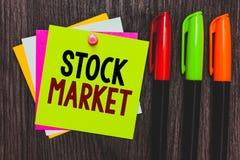 显示股市的概念性手文字 陈列股票和证券被换或exh的特殊市场的企业照片 库存照片