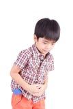 显示胃痛的小男孩 免版税库存照片