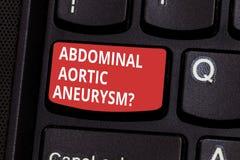 显示胃肠大动脉Aneurysmquestion的文本标志 概念性的照片认识主动脉键盘的扩大 免版税库存图片