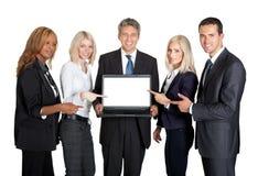 显示膝上型计算机的成功的企业队 免版税库存照片