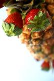 显示菠萝草莓 免版税库存图片