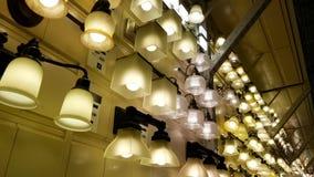 显示被隐藏的灯具的行动 影视素材