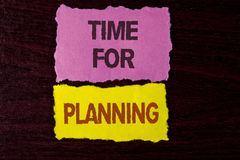 显示计划的文字笔记时刻 做出决定的项目的企业照片陈列的开始组织书面的日程表 免版税库存图片