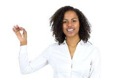 显示议院钥匙,白色背景的黑人妇女 影视素材