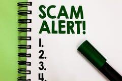 显示诈欺戒备的概念性手文字 陈列企业的照片警告某人关于计划或欺骗通知任何异常的3月 库存照片