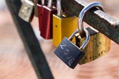 显示词爱的挂锁 库存照片