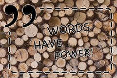 显示词的文本标志有力量 概念性照片能量能力愈合帮助妨害谦逊和欺凌木 免版税库存照片