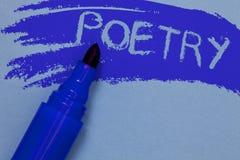 显示诗歌的文字笔记 陈列感觉想法的文学作品表示与写大胆的b的节奏诗的企业照片 免版税库存照片