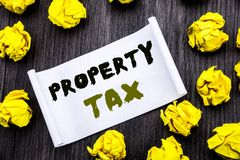 显示财产税的文字文本 庄园在稠粘的笔记笔记薄笔记笔记本书写的征收所得税的企业概念w 库存图片