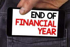 显示财政年度终的文字笔记 书面的企业照片陈列的税时间会计6月数据库成本单  库存照片