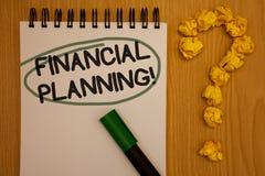显示财政规划诱导电话的文字笔记 企业照片陈列的会计计划战略分析笔记薄 免版税库存照片