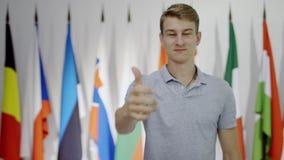 显示赞许和反对的年轻人 股票视频
