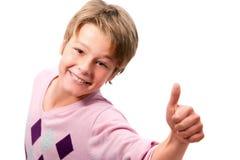 显示赞许年轻人的男孩纵向 免版税库存照片
