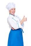 显示赞许年轻人的快乐的厨师 免版税库存图片