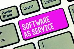 显示软件的文字笔记作为服务 陈列企业的照片在要求时在订阅准许了和在中心 免版税库存图片