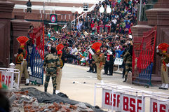 显示边界的关闭在印度和巴基斯坦之间的 从印度的仪式 库存照片
