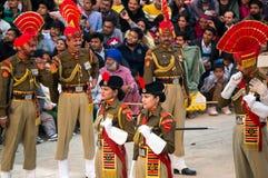 显示边界的关闭在印度和巴基斯坦之间的 从印度的仪式 库存图片