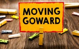 显示运动的Goward的概念性手文字 陈列往在进一步去的点移动的企业照片前面先遣Progr 免版税库存图片
